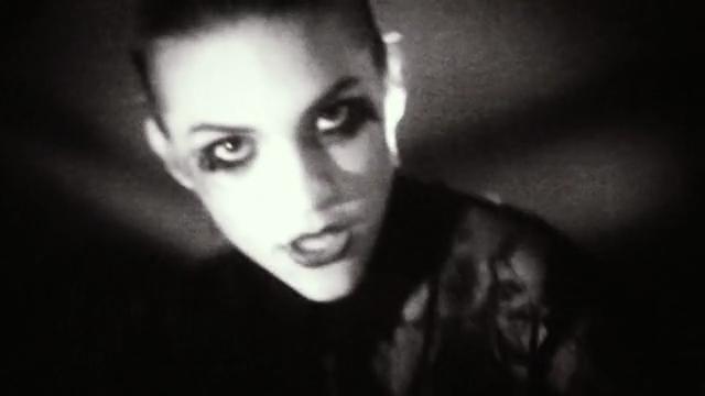 tove styrke i sin musikvideo